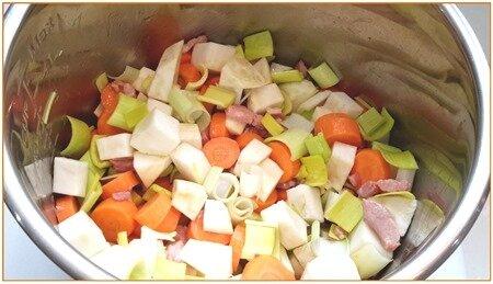 haricots blancs secs et légumes frais à la tomate9