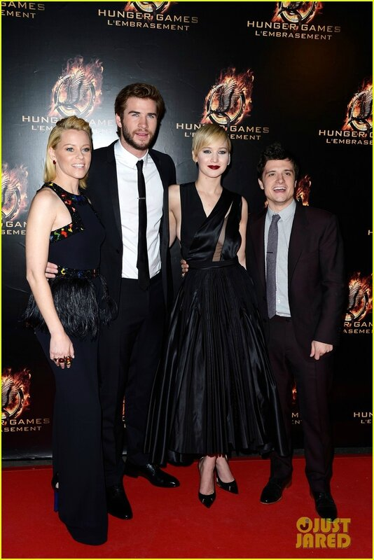 jennifer-lawrence-liam-hemsworth-catching-fire-paris-premiere-01