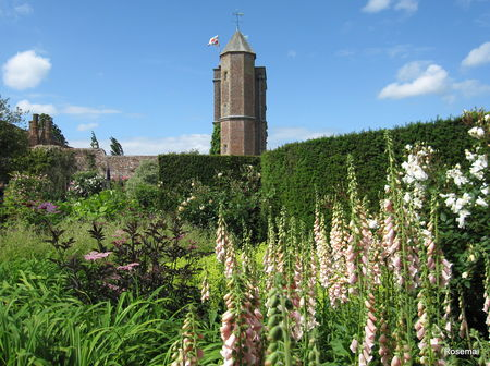 Sissinghurst_Castle_1