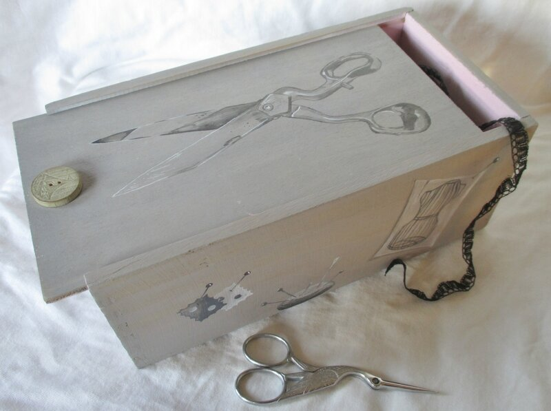 Boîte à vin recyclée en boîte à couture - CélinArtisa