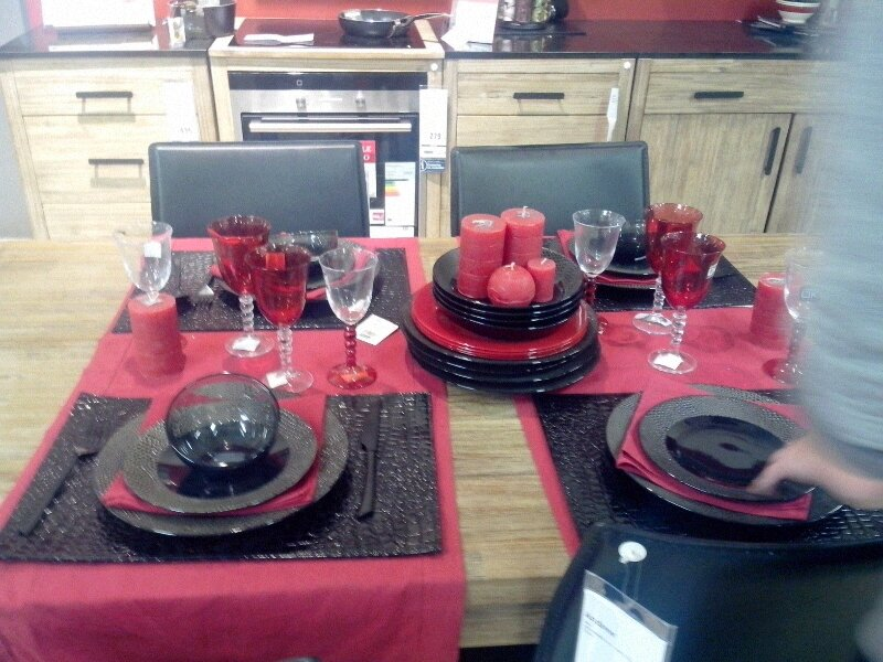 d co de table en rouge et noir la vie d 39 une love cook. Black Bedroom Furniture Sets. Home Design Ideas