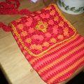 pochette au tricot et crochet, doublé coton orange