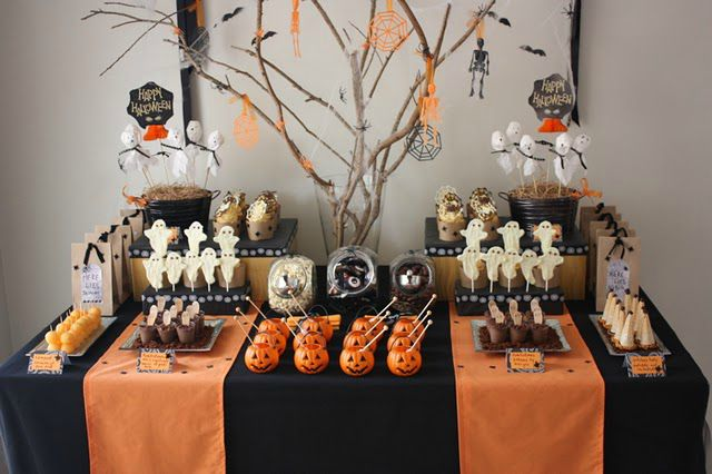 Sweet table decorations pour table gourmande halloween for Decoracion fiesta halloween