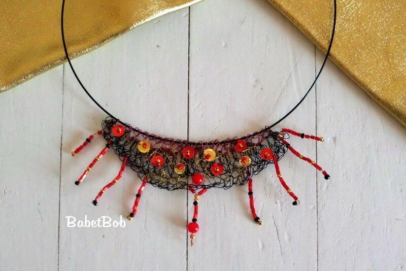 collier fil de fer crocheté (4).JPG