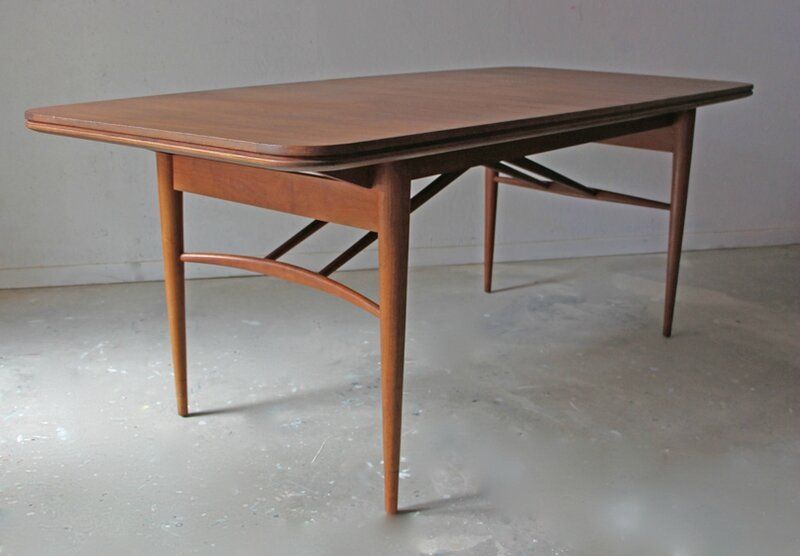 table-a-manger-scandinave-en-teck-34