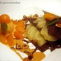 Feuillantine de chocolat à la poire et aux kumquats, glace au caramel