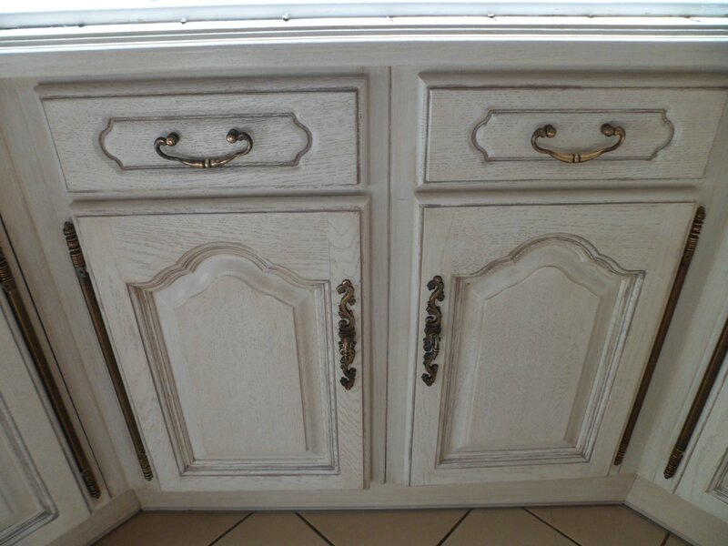 Cuisine fini papier peints aussi trop top les cuisines for Decaper meuble peint