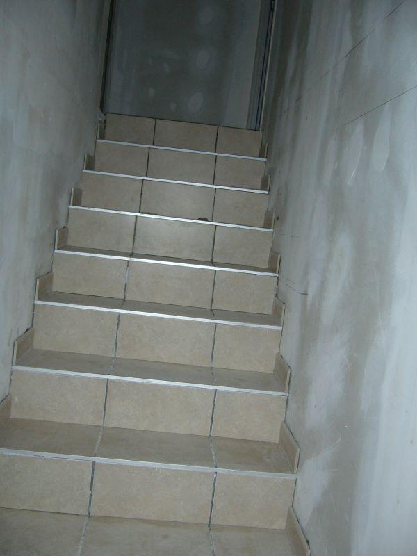 Plinthe carrelage escalier les derni res for Plinthes en carrelage