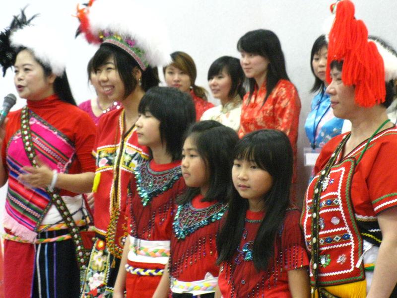 Costumes traditionnels de différents pays
