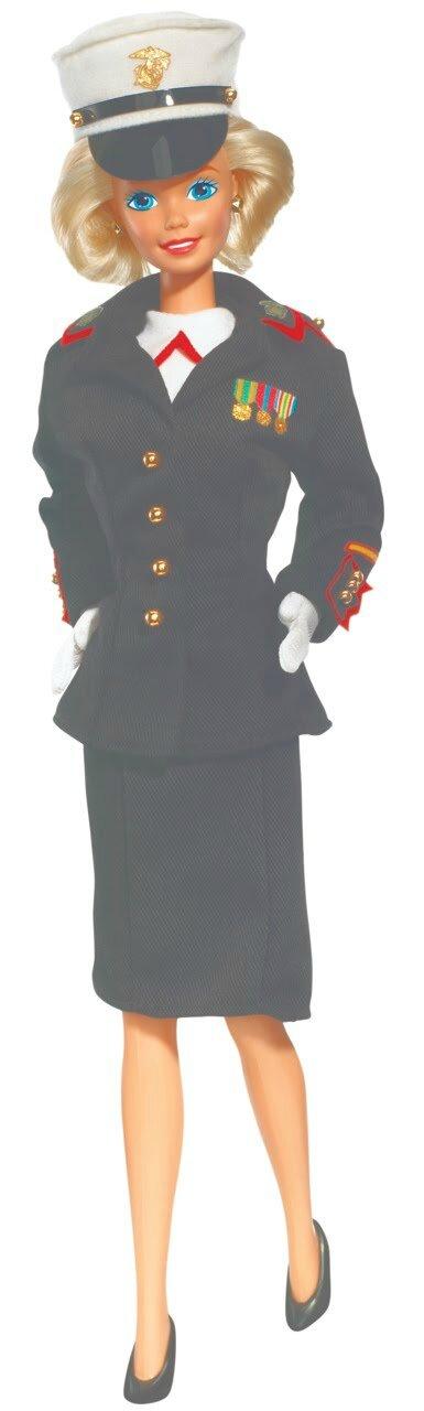 Barbie sous l'uniforme (2)