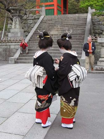 Japonaises_tenue_traditionnelle