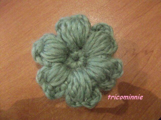 ma petite fleur en crochet mes loisirs. Black Bedroom Furniture Sets. Home Design Ideas