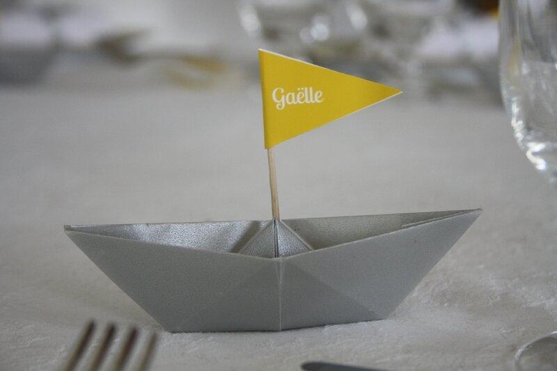 baptème déco theme marin origami bateau gris jaune 1