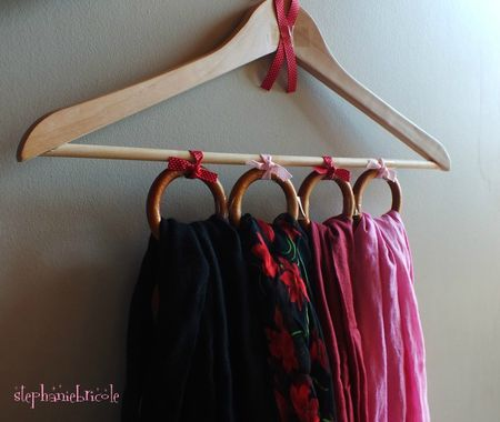 diy r cup faire un range foulards avec un cintre et des anneaux de rideaux st phanie bricole. Black Bedroom Furniture Sets. Home Design Ideas