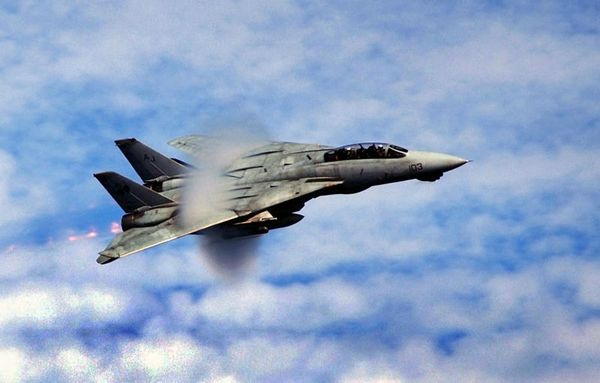 800px-F-14_breaks_the_sound_barrier