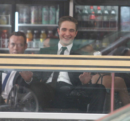robert-pattinson-cosmopolis-set-05292011-24