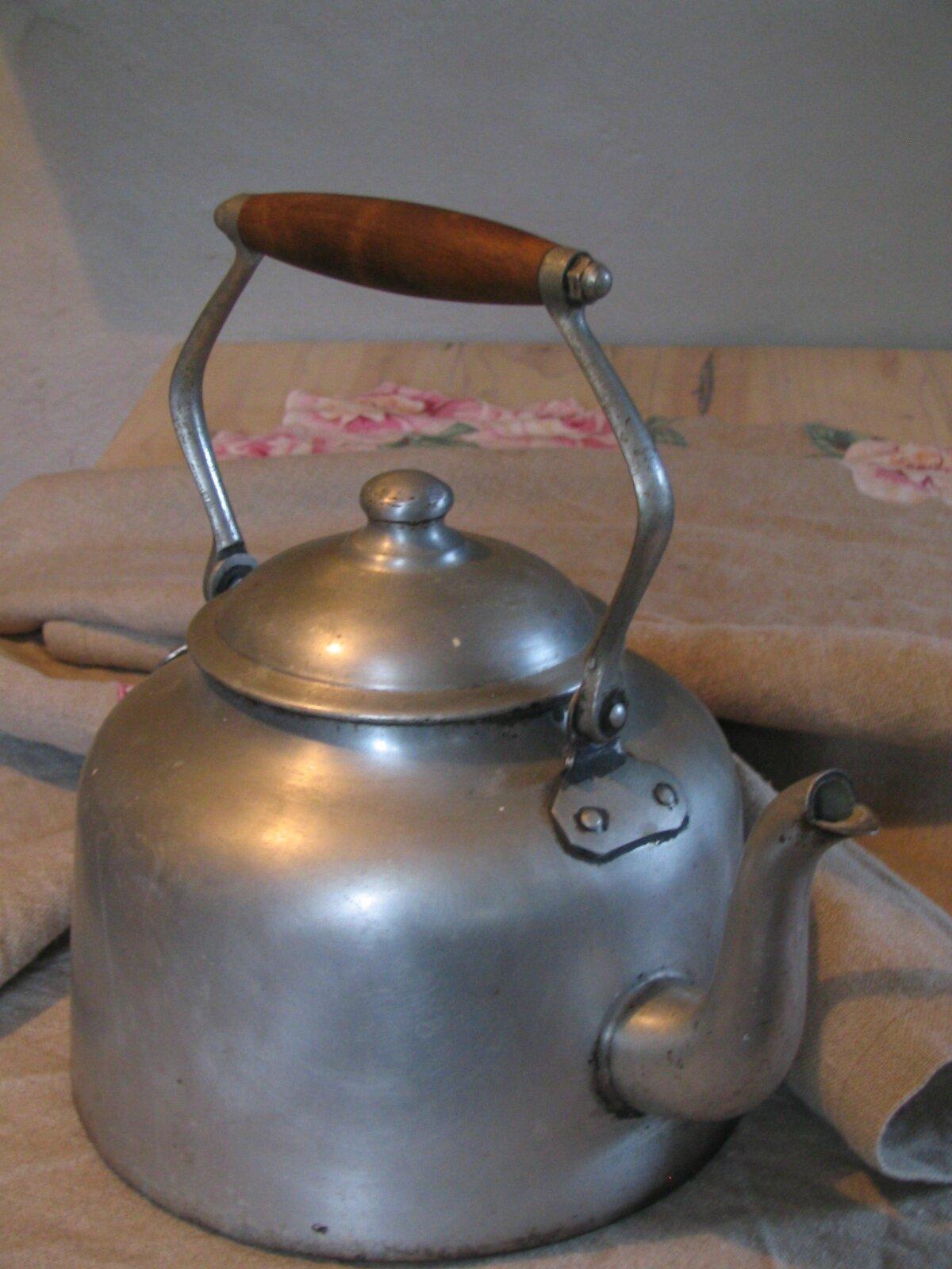 Bouilloire alu photo de mon bric broc - Comment detartrer une bouilloire ...