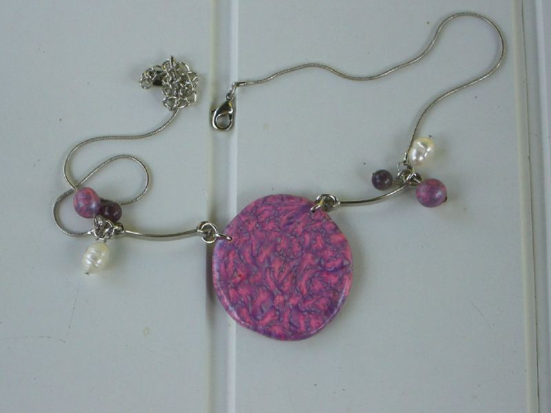 collier fimo rose