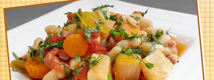 haricots secs et légumes frais à la tomate