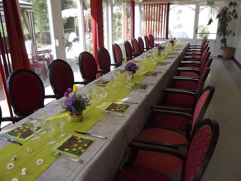 Repas a theme le printemps le journal de l on - Decoration de table printemps ...