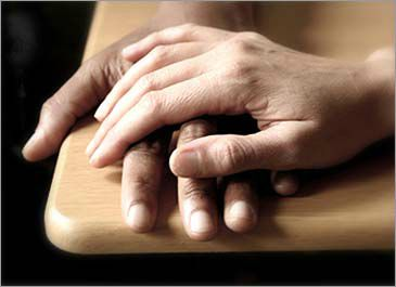 Tenez la main d'un (e) ami (e)