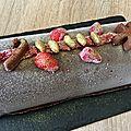 Bûche glacée fraise et pistache
