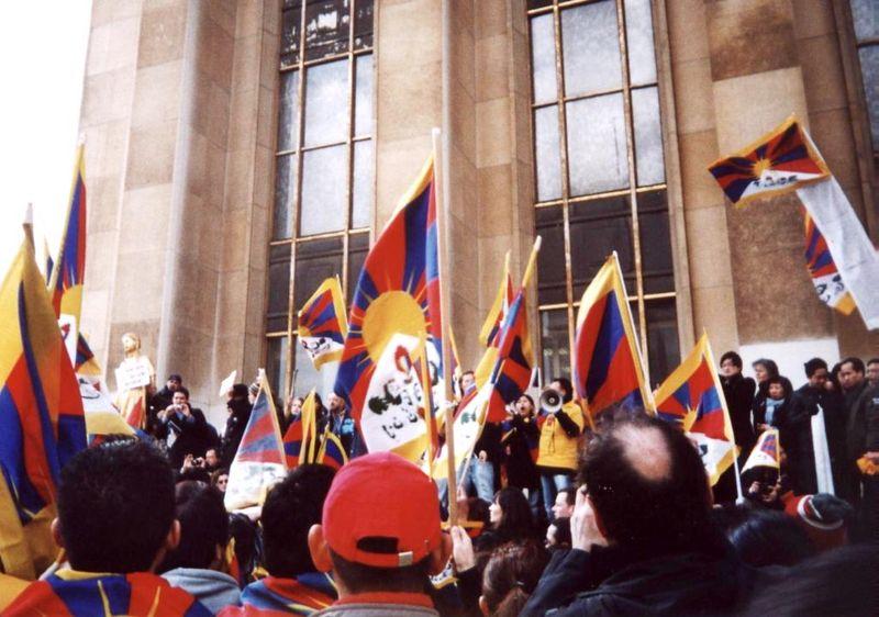 Sur le parvis des Droits de l'Homme le 7 avril 2008