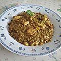 Lentilles et blancs de poulet au curry et au lait de coco
