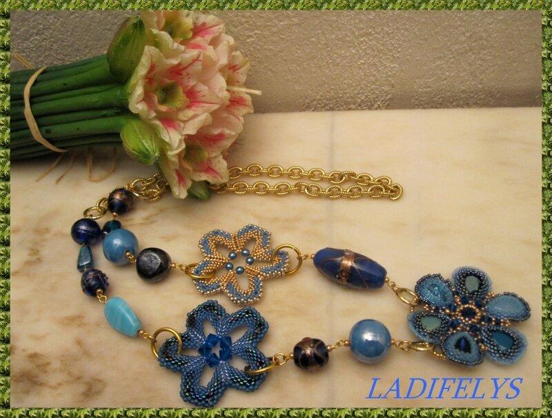 629 sautoir fleurs bleues