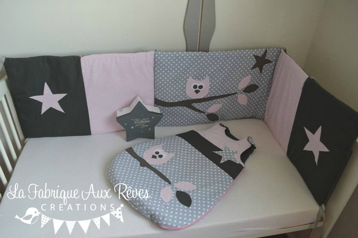 Linge lit tour lit gigoteuse turbulette hibou branche for Decoration chambre bebe fille rose et gris