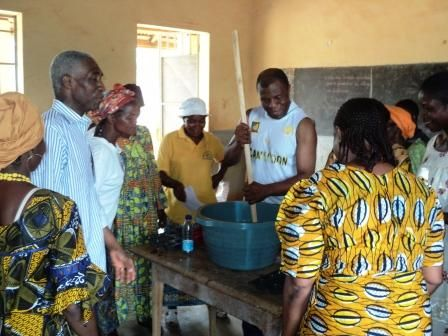 formation femme rurale a Monatele avec Dr AWONO ONANA