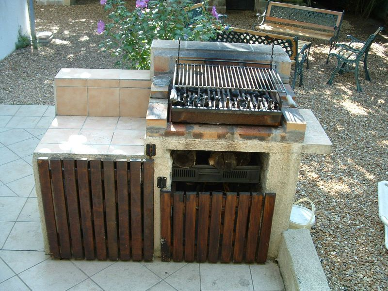 Beautiful exterieur arriere with plan de travail pour for Plan barbecue exterieur