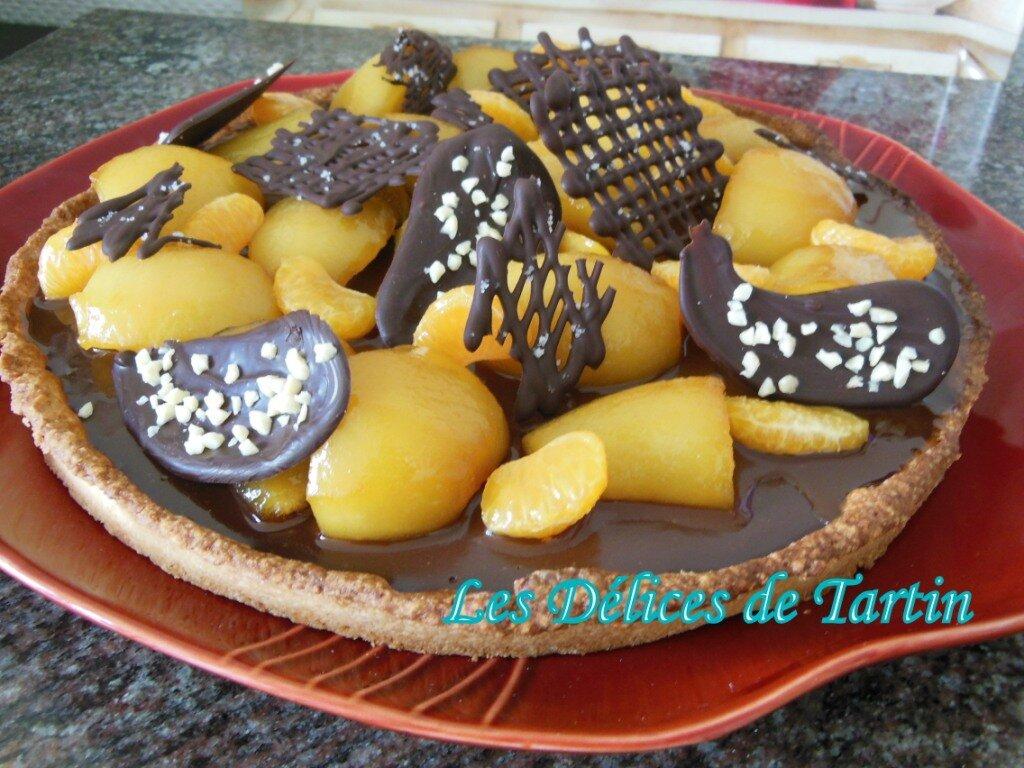 Tarte sablée au chocolat, poires et mandarines caramélisées