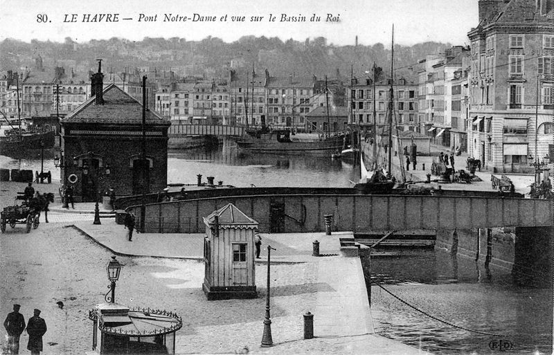 C0131___Pont_Notre_Dame_et_Bassin_du_Roy