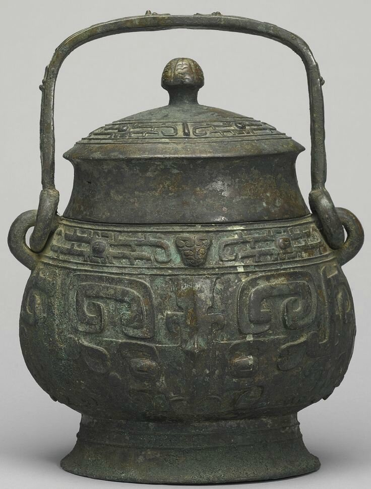 A bronze ritual wine vessel and cover (you), Late Shang dynasty, 12th-11th century BC