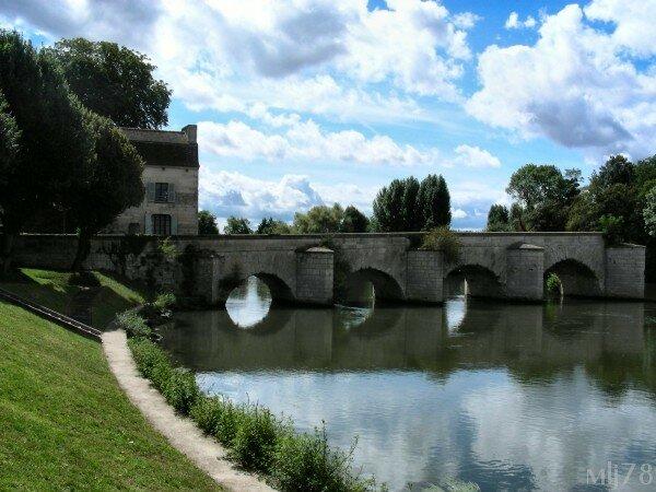 Le vieux pont de limay album photos mantes la jolie for Piscine mantes la ville