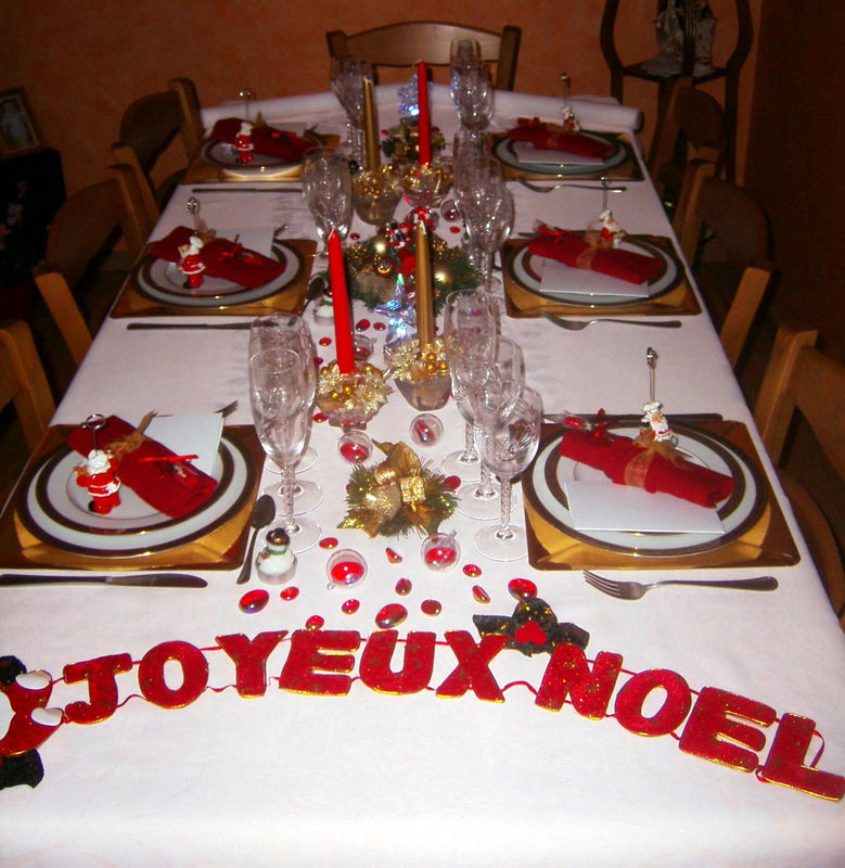 Table de noel long photo de art de la table recettes - Decoration de table de noel ...