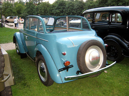 Moskvitch_M_401_cabriolet_de_1950_02