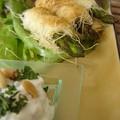 Asperges en croûte de kadaif et dip féta-menthe, green asparagus in