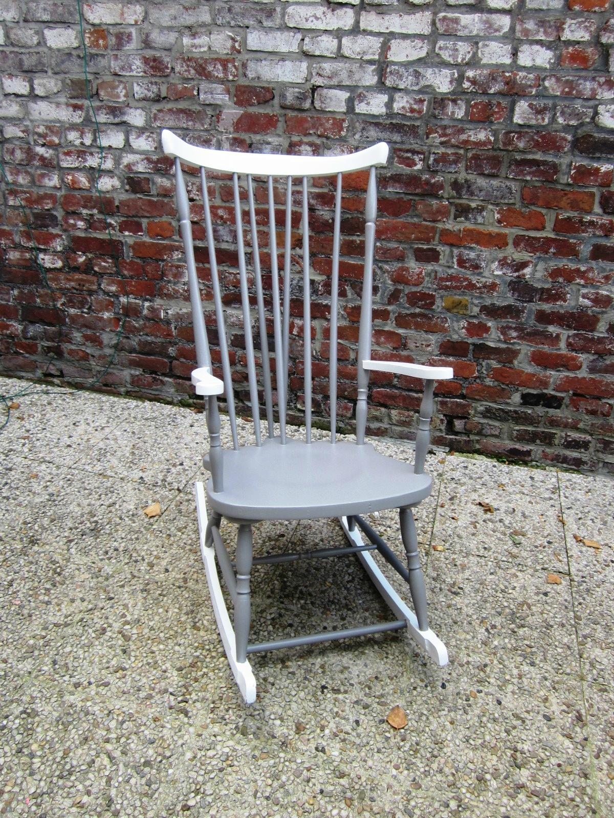 un rocking chair d co lor ma bulle. Black Bedroom Furniture Sets. Home Design Ideas