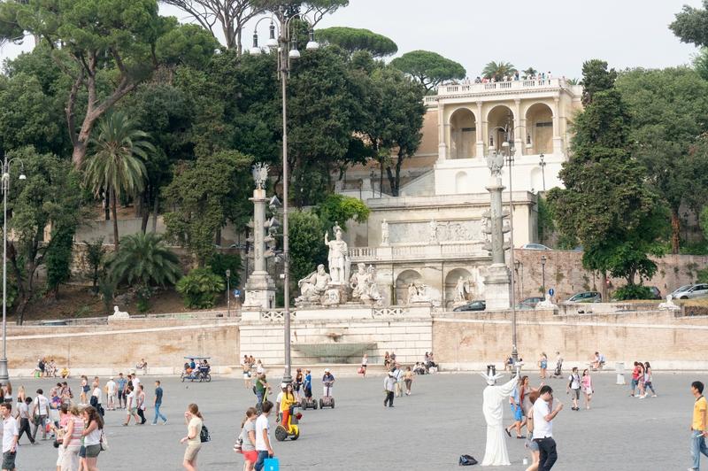 Piazza del Popolo, escaliers qui mènent au jardin du Pincio