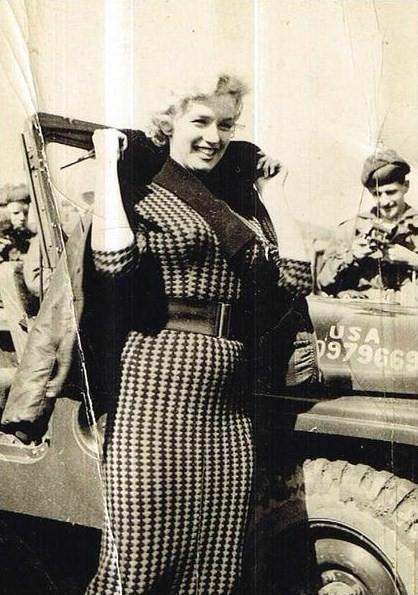 1954-02-18-korea-2nd_division-wool_dress-035-1
