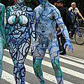 30230548-new-york--26-juillet-modeles-nus-les-artistes-prennent-aux-rues-de-new-york-pendant-la-premiere-arti