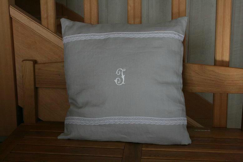 coussin en lin un brin retro l 39 armoire de jeanne. Black Bedroom Furniture Sets. Home Design Ideas