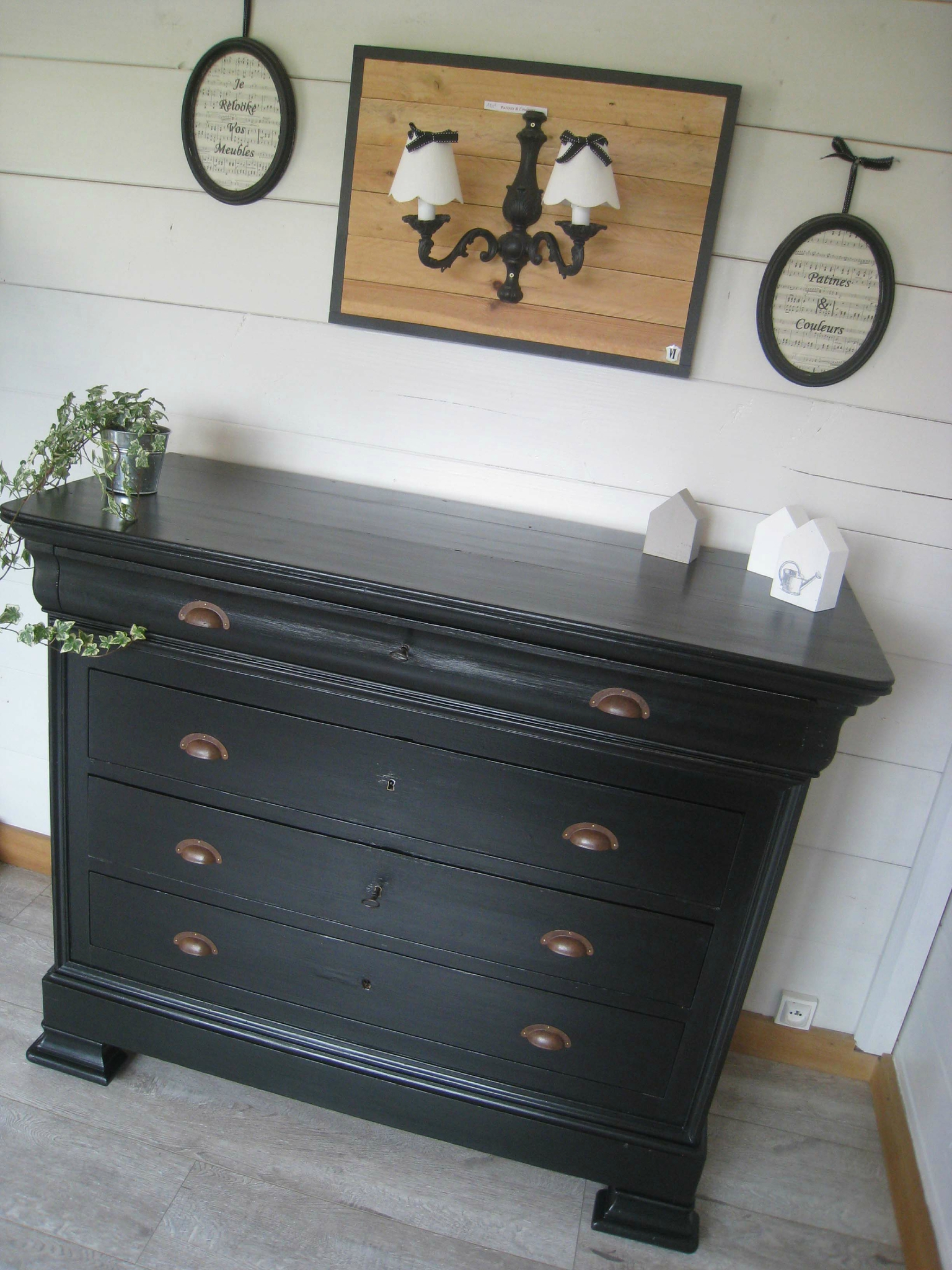 une commode ancienne relook e patines couleurs. Black Bedroom Furniture Sets. Home Design Ideas