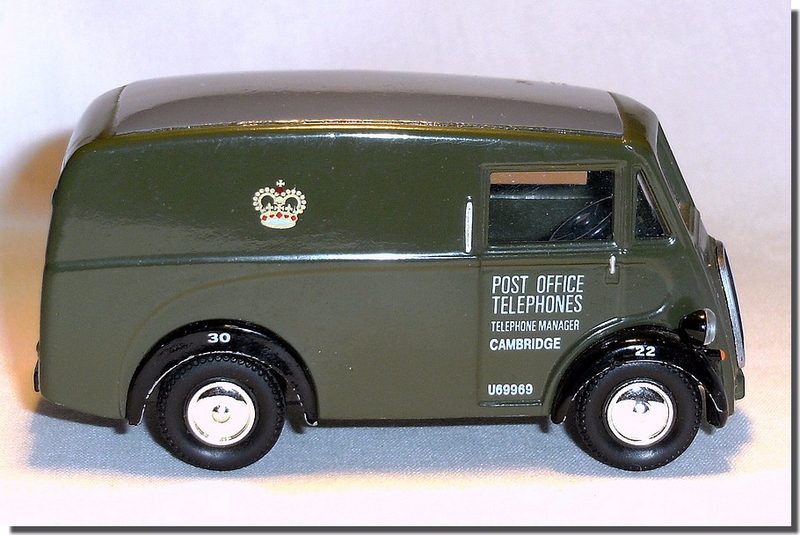 Corgi Morris J Van 08 RGK633 Post Office 03