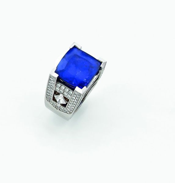 bague_en_or_gris_ornee_une_tres_importante_tanzanite_1343391421536471