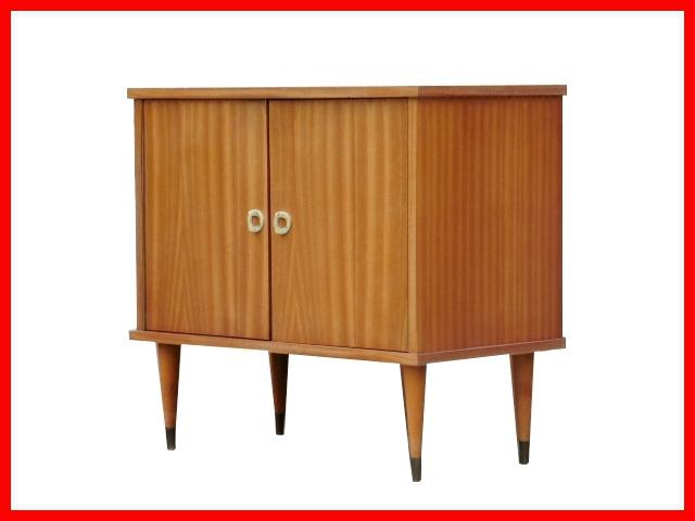 petit buffet commode vintage annees 1960 meubles et d coration vintage design scandinave. Black Bedroom Furniture Sets. Home Design Ideas
