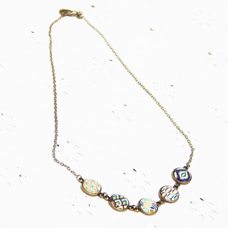 sophie 12 collier 5 cabochons bronze année 70 orange verte blanche jaune bijoux colorés louise indigo (4)