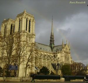 Notre_Dame_de_Paris___arc_en_ciel_3_recadr__sign_